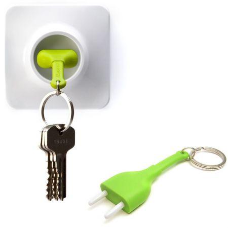Брелок и держатель для ключа Розетка зеленая Unplug Qualy